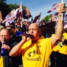 Secteur public: des milliers de travailleurs manifestent à Montréal