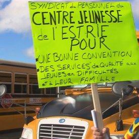 Des travailleurs de l'Estrie à la manifestation du front commun syndical à Montréal